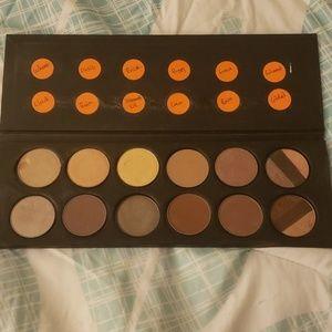 Stila 12 Pan Eyeshadows Palette
